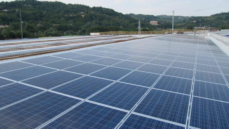 La campagna Eternit Free lancia l'equity crowfunding per finanziare impianti sul tetto bonificando l'amianto